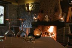 Saletta riservata con camino ristorante La Cicala